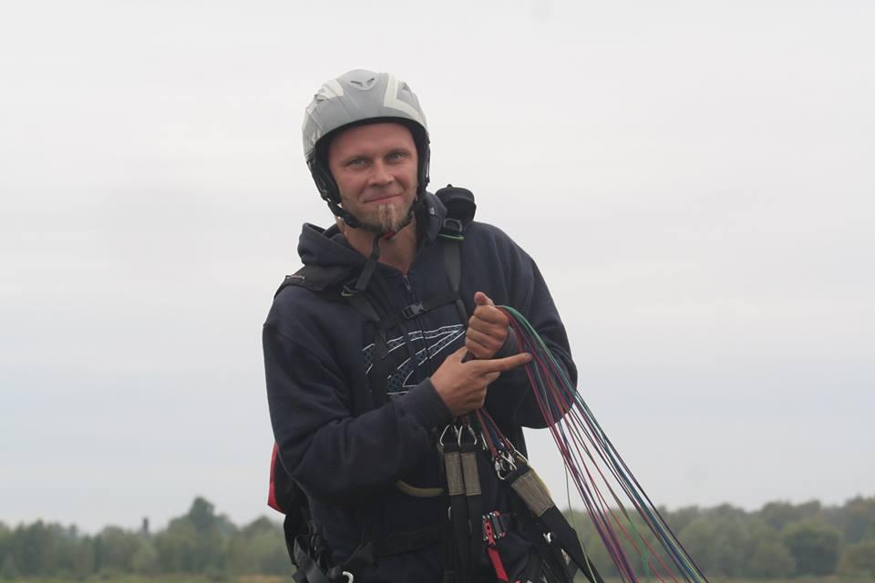 пилот-инмтруктор параплана Павел